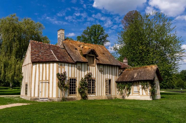 Hameau, het boerderijachtige dorpje in de tuinen van Château de Chantilly.