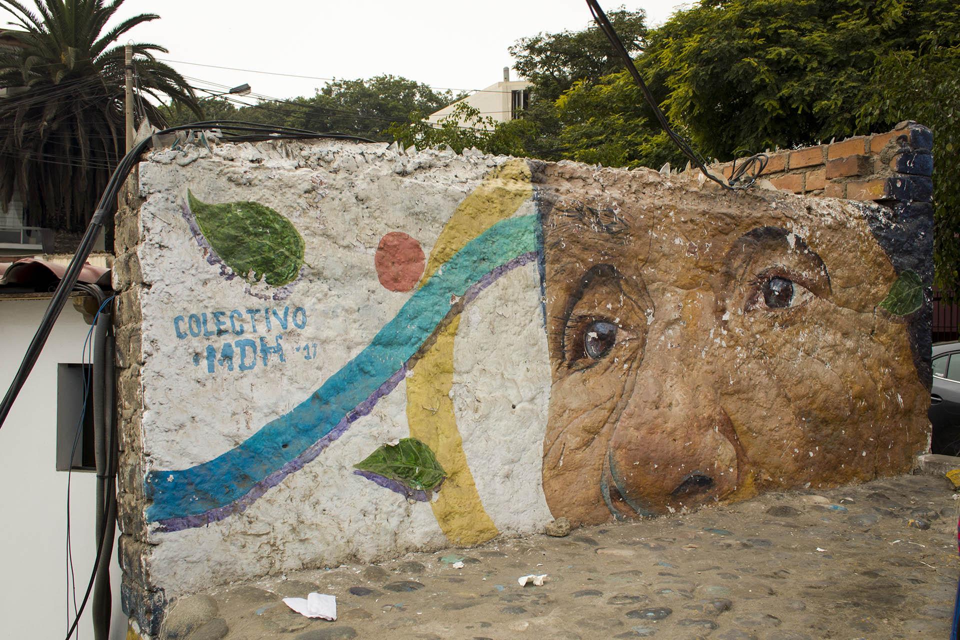 Muurschildering van een oudere vrouw in Barranco