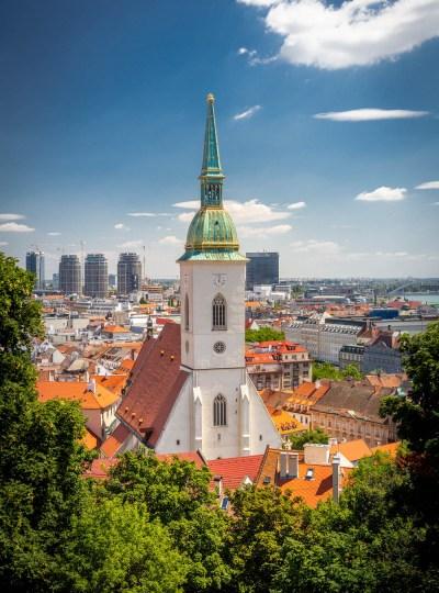 Wat te doen in Bratislava: uitzicht over Bratislava vanaf het kasteel