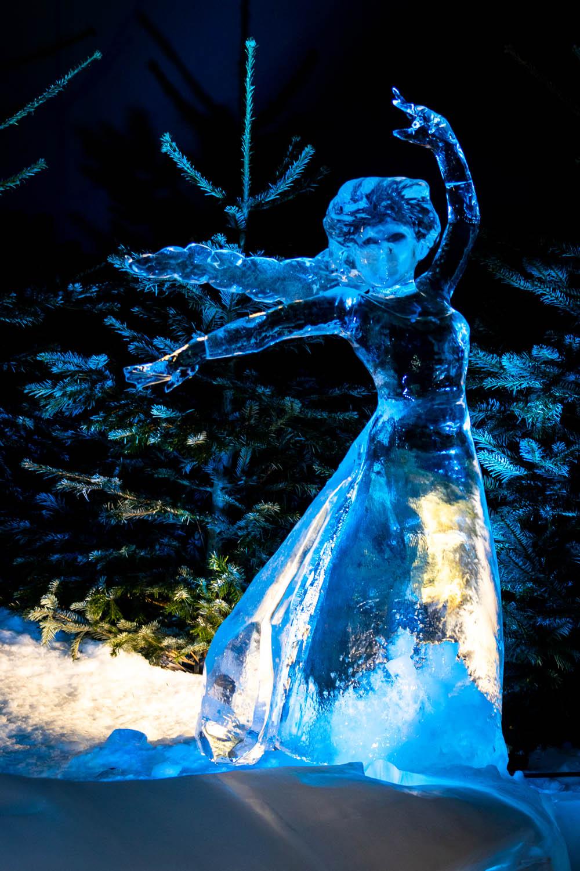 Elsa gemaakt van ijs tijdens de ijssculpturententoonstelling in Scheveningen
