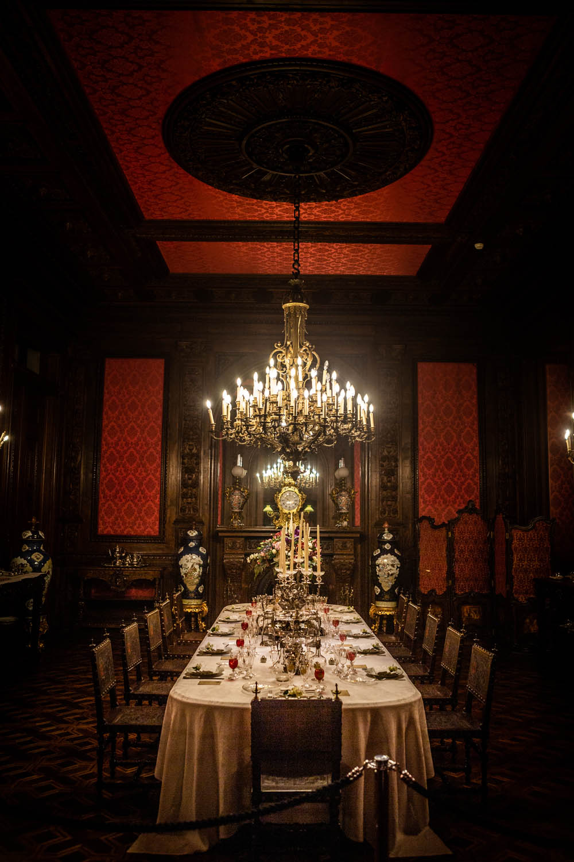 Gedekte tafel in Palacio Da Ajuda: één van de mooiste bezienswaardigheden in Lissabon