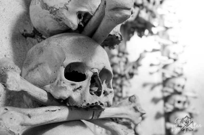 Schedels in het ossuarium van Sedlec in Kutna hora