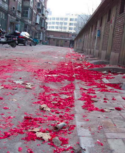 春節の花火の残骸、こんなものじゃありません