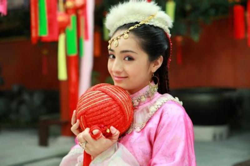 新疆ウィグル自治区の女の子、シルクロードは物だけでなく血が交わる場所。美しい女性を輩出することで有名です