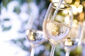 Witte wijn in glas grootgenot.com