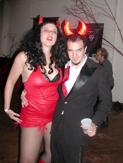 2005_white_ghost_shivers_halloween