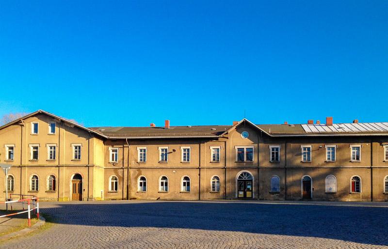 Vorderseite des Bahnhofs in Großschönau, Aufnahme: 2017