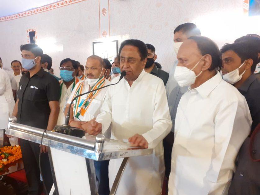 मध्य प्रदेश उपचुनाव : अशोक दांगी ने फिर थामा अपने कार्यकर्ताओं संग कांग्रेस का दामन
