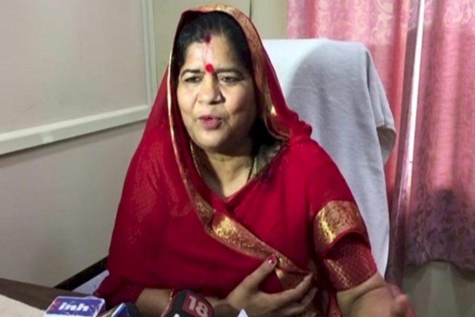 इमरती देवी का बड़ा आरोप : जो विधायक मंत्री नहीं बन पाए थे कमलनाथ उन्हें 5-5 लाख रुपए देते थे