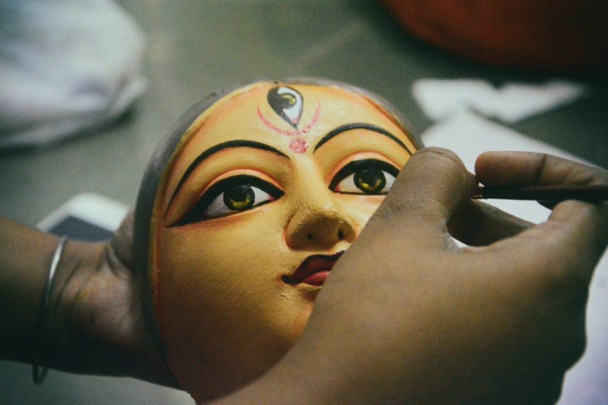 नवरात्रि पौराणिक कथा: त्रिमूर्ति और देवताओं की अपार शक्ति से मिलकर बनी दुर्गा