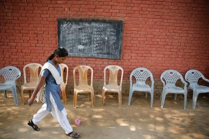 Coronavirus: कोरोना के बाद स्कूल नहीं लौट सकेंगी लड़कियां, रिपोर्ट में चौंकने वाली बातें