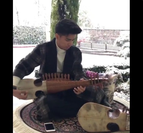 Watch: 19-year-old Srinagar boy playing rabab has become Viral on internet