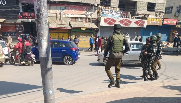 2 J&K policemen killed in Srinagar militant attack, 2nd attack in 3 days
