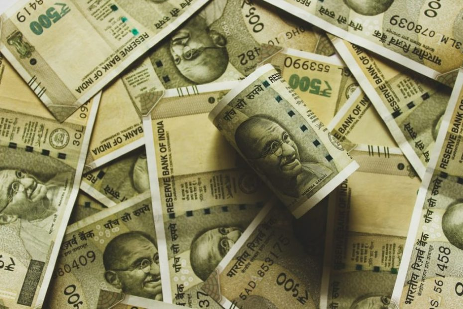 Who gets how much salary in the Government of India