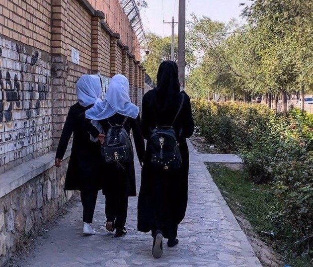 Taliban order female employees to stay at home