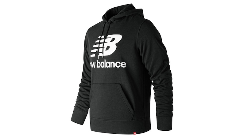 new-balance-hoodie-noir-logo-champion-sélection-lifestyle