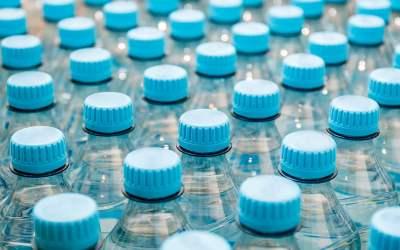 L'eau en bouteille dans les commerces traditionnels
