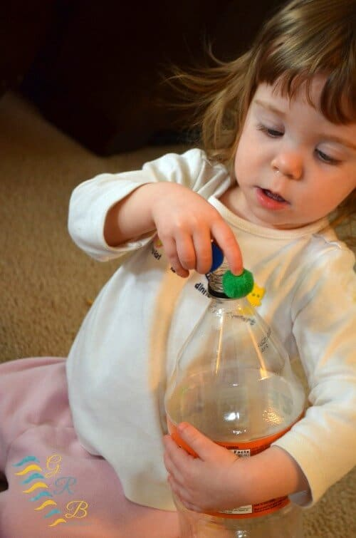 Pincer Grasp Fine Motor Activities for Toddlers 4