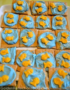 Cream Cheese Graham Cracker Snack - Fish themed birthday party   www.GoldenReflectionsBlog.com