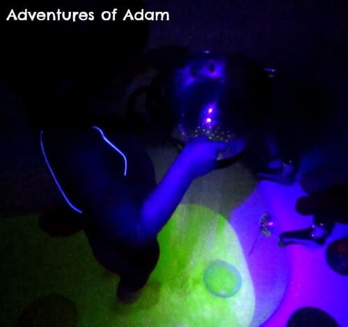 Glow int he dark sensory play in the bathtub.