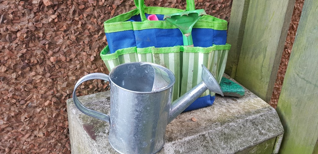 Mini tool bag kit is a wonderful outdoor gift for your kids.