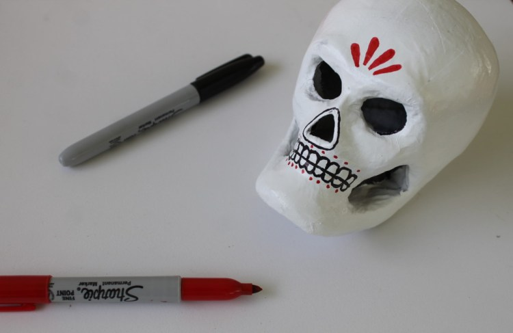 painted skull craft for el Dia de los Muertos