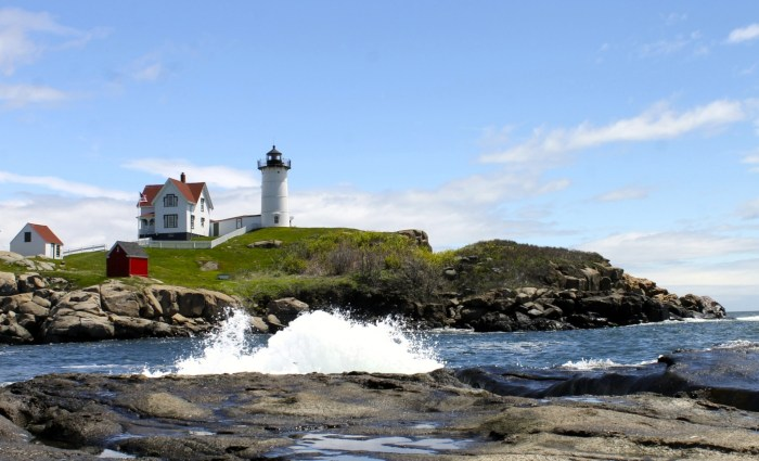 Falling In Love With the Nubble Light House