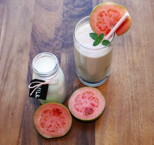 quick, easy, Healthy guava and strawberry smoothie.