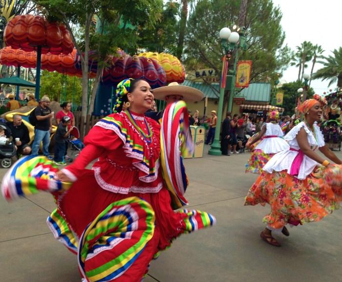 Viva Navidad Disneyland Mexican dancers