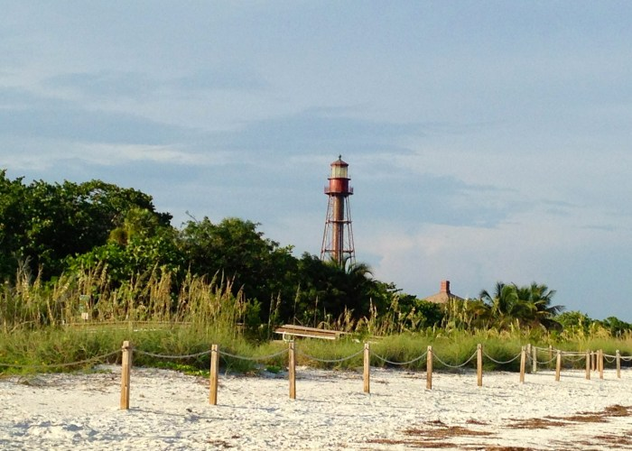 Things To Do In Sanibel Island's Lighthouse Beach