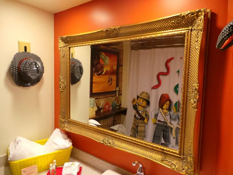 Legoland-Hotel-California-Baño-Adventure-Figuras-Lego