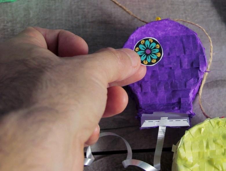 Day of the Dead sugar skull mini pull piñata garland