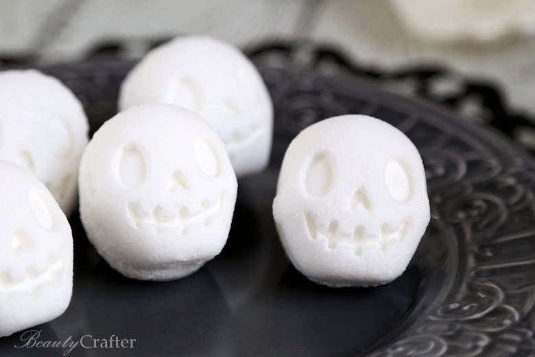 Day of the Dead Skull Bath Bombs plus 15 easy Day of the Dead Crafts for kids. These make the perfect art project for kids to learn about Dia de los Muertos.