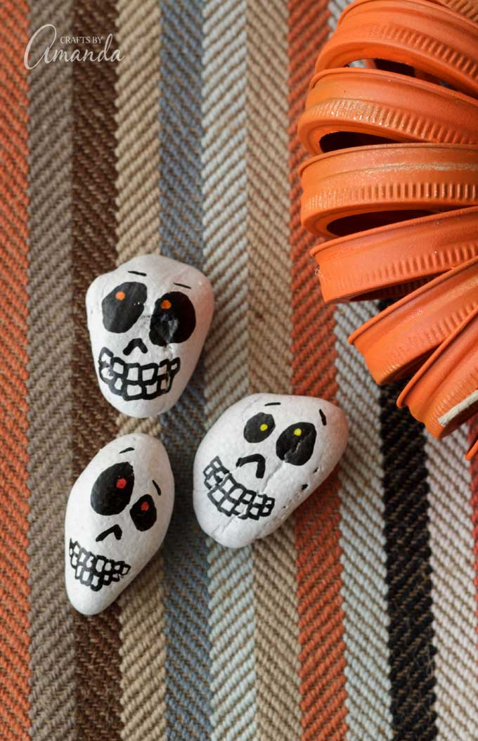 Day of the Dead Painted Skull Rocks plus 15 easy Day of the Dead Crafts for kids. These make the perfect art project for kids to learn about Dia de los Muertos.