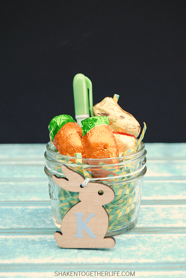 Min Mason Jar Easter Favors and lots of great Easter party ideas for kids