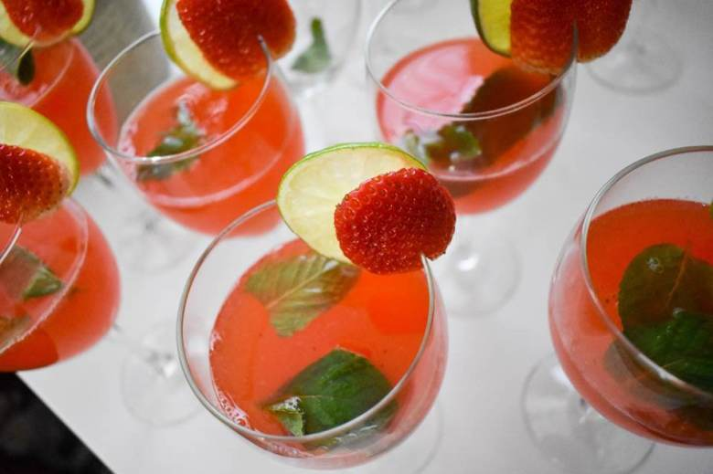 Sparkling Strawberry Mint Limeade mocktail and more non-alcoholic drink recipes for your Easter celebration