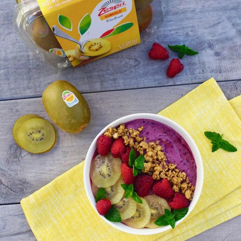 berries and kiwi breakfast bowl