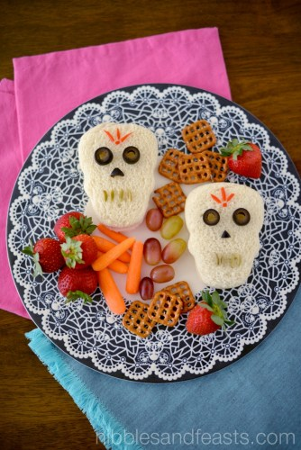 Day of the dead skull sandwiches and other Day of the Dead recipes for kids