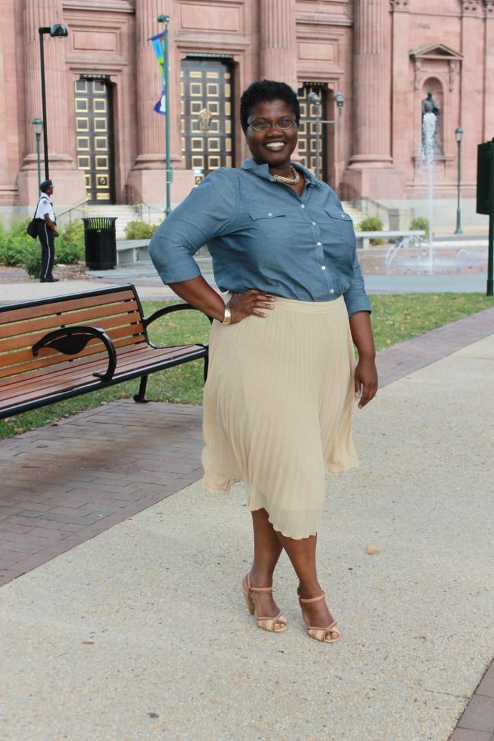 plus size pleated skirt, pleated midi skirt, eloquii pleated skirt, curvy girl in pleated skirt