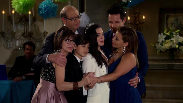 """""""Quinces."""" Rita Moreno, Justina Machado, Stephen Tobolowsky, Todd Grinnell, Isabella Gomez, and Marcel Ruiz in One Day at a Time (2017)"""