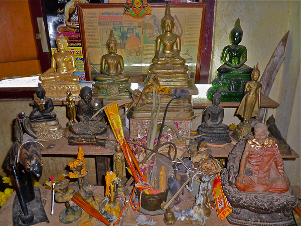 monks possessions, buddhism in thaiiland