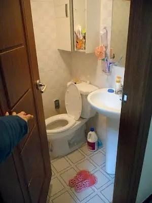 typical korean bathroom, the bathroom in a korean apartment