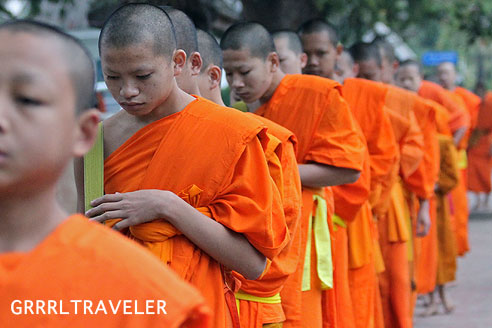 monks take alms in laos, monks taking alms in luang prabang, what to do and see in laos