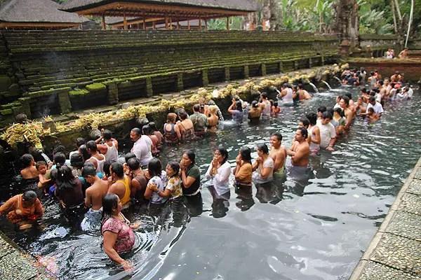 tapaksiring pool, tampaksiring temple bali, top 10 attractions bali, bali tourism