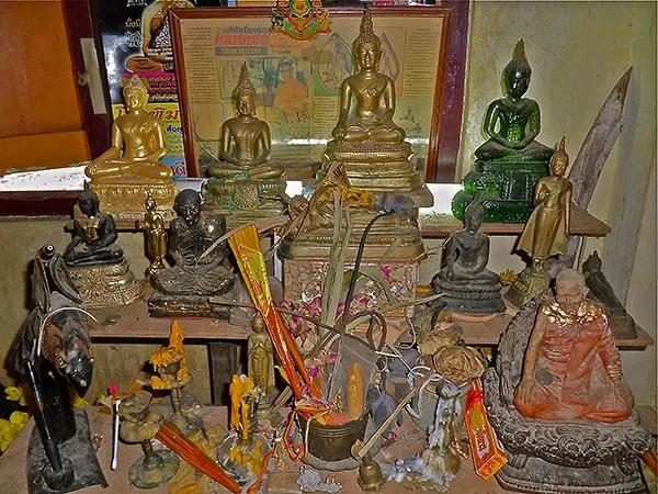 thai buddhism, buddhist monk home