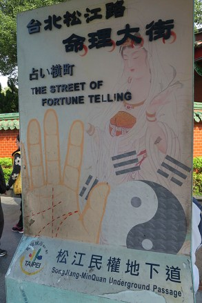 Top Attractions in Taipei, things to do in taipei, fortune telling street