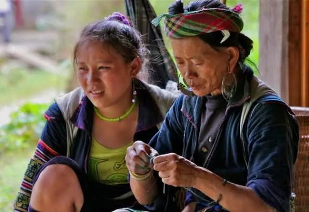 hmong women, hmong village, hmong guides, hmong culture tavan village