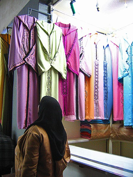 moroccan woman shops