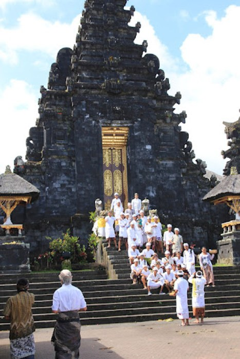 balinese temple, famous temples in bali, bali travel guide, 18 things to know before you go to bali, bali travel guide, travel to southeast asia, southeast asia travel, popular destinations in indonesia, travel to indonesia, travel to bali, balispirit