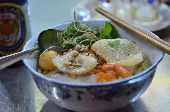 must try foods vietnam, mi quang quan hai, must try vietnamese foods, Must Try Foods